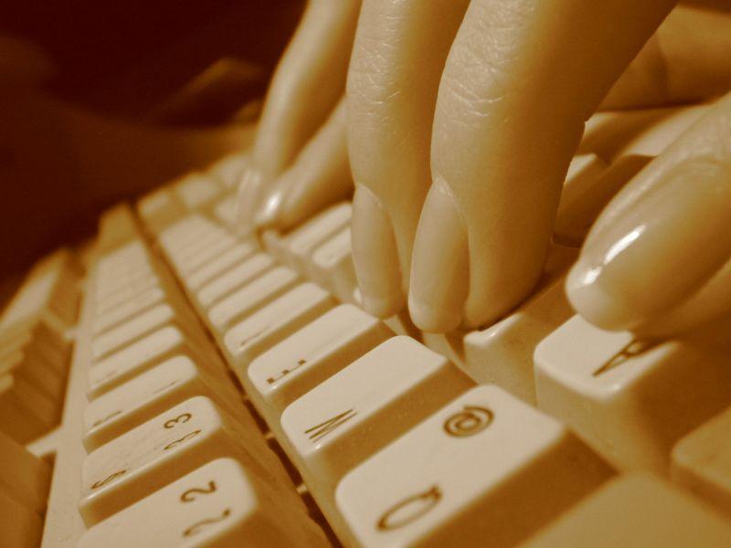 DOYOU Historia de un informático, la @ y el e-mail